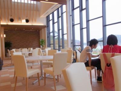 海鮮せんべい南紀のランチビュッフェレストランの店内の写真