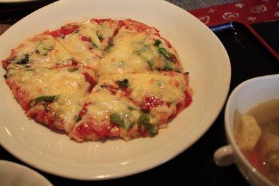 町家カフェ上屋敷二丁目のピザセットのピザ